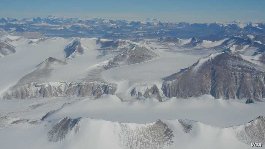 Samantha Hansen and her team set up 15 seismic sensors in Antarctic's Transantarctic Mountains to gather data on earthquakes. (Credit: Samantha Hansen)
