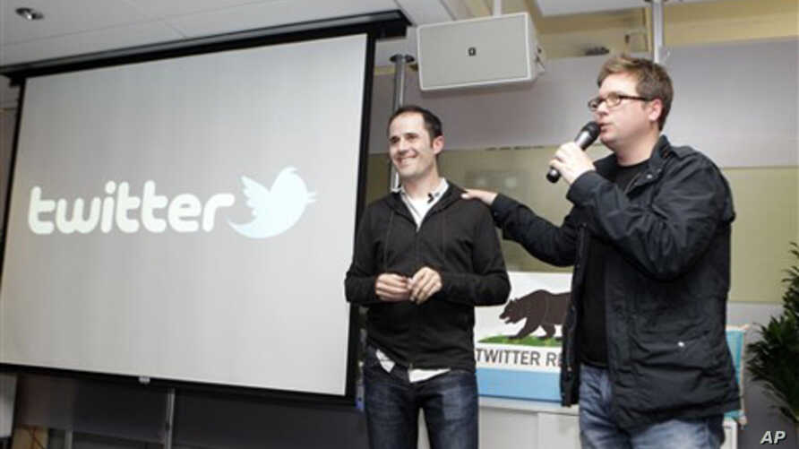 Twitter co-founder Biz Stone, right, talks next to CEO Evan Williams about changes to the social network at Twitter headquarters in San Francisco,   (2010 file photo)
