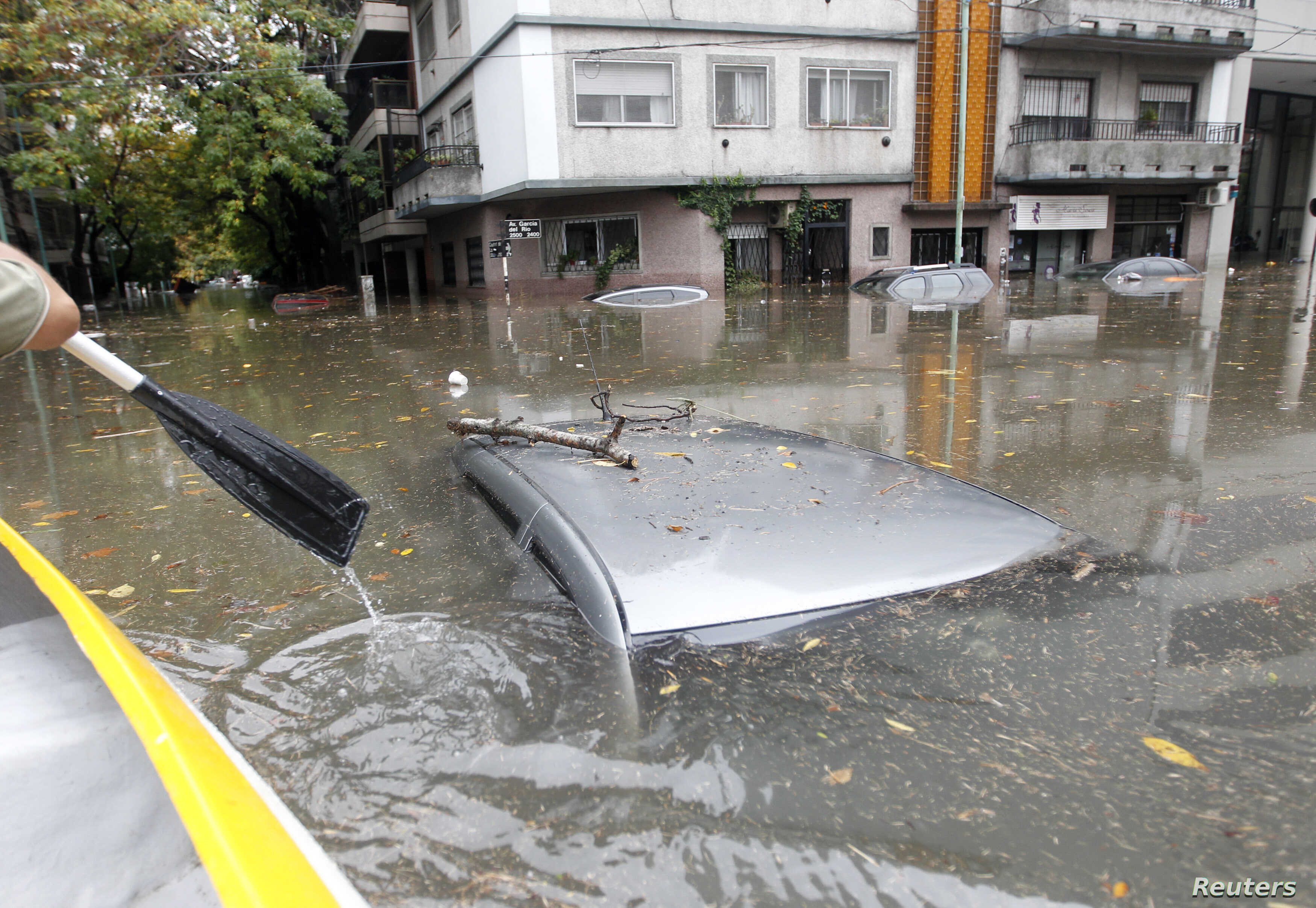 Submerged cars are seen in a flooded street after a rainstorm in Buenos Aires, Argentina, April 2, 2013. Thunderstorms damaged property and vehicles, cut power and caused delays on flights in Buenos Aires and its suburbs.