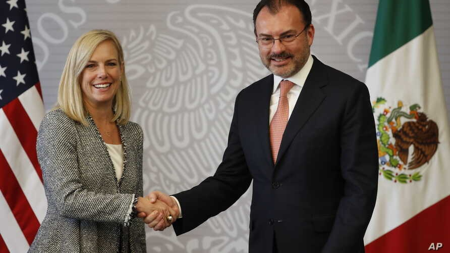 U.S. Secretary of Homeland Security Kirstjen Nielsen, left, shakes hands with Mexico's Secretary of Foreign Affairs Luis Videgaray during a photo opportunity at their joint press conference in Mexico City, March 26, 2018.