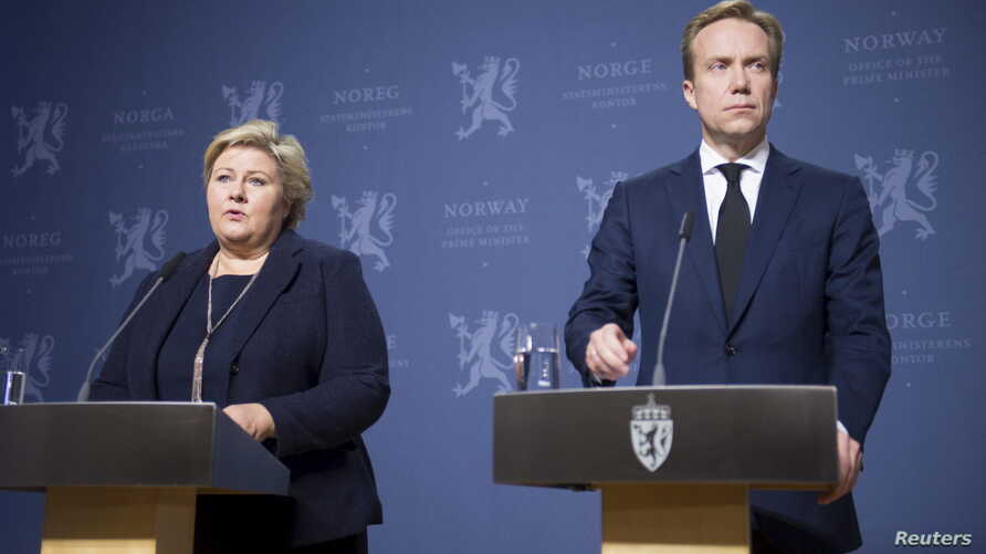Norway's Prime Minister Erna Solberg (L) and Foreign Minister Borge Brende attend a news conference in Oslo, Nov. 18, 2015.