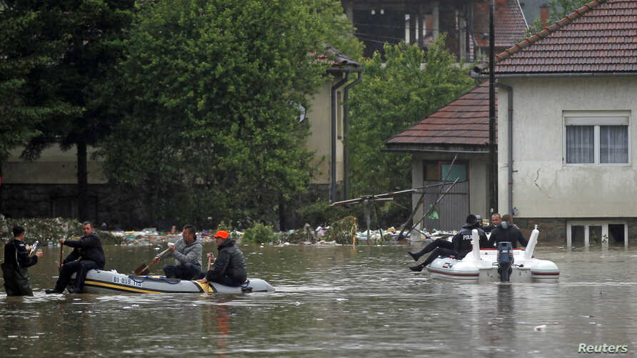 A rescue team makes its way in boats after flooding in Maglaj, May 16, 2014.