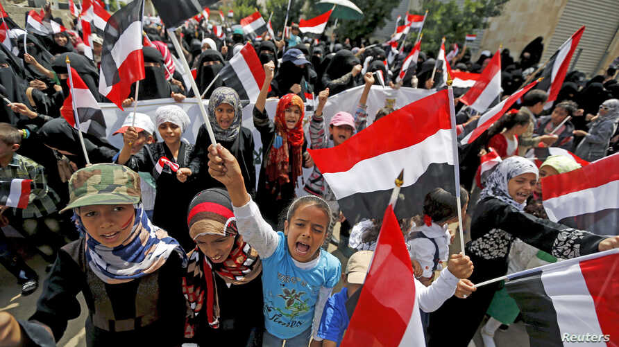 Women and children demonstrate against the Saudi-led coalition outside the offices of the United Nations in Yemen's capital Sanaa, August 11, 2015.