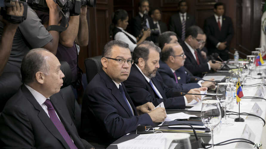 Venezuelan opposition legislator Enrique Marquez (2nd L) sits alongside his colleagues at the Ministry of Foreign Affairs before taking part in negotiations aimed at resolving Venezuela's ongoing economic and political crisis, in Santo Domingo, Domin