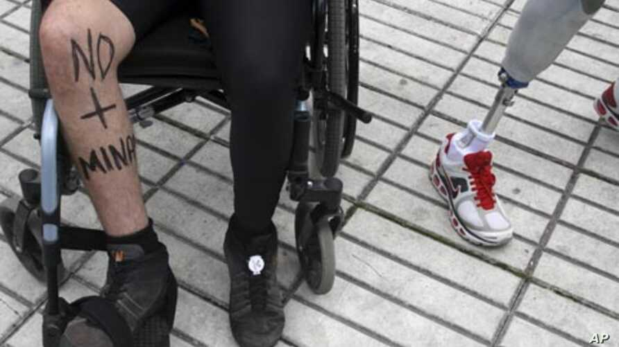 """Colombians injured by landmines attend the race """"Lend Your Leg 11K"""" in Bogota, April 1, 2012. The race is one of the activities marking the International Day for Mine Awareness and Assistance in Mine Action by the United Nations."""
