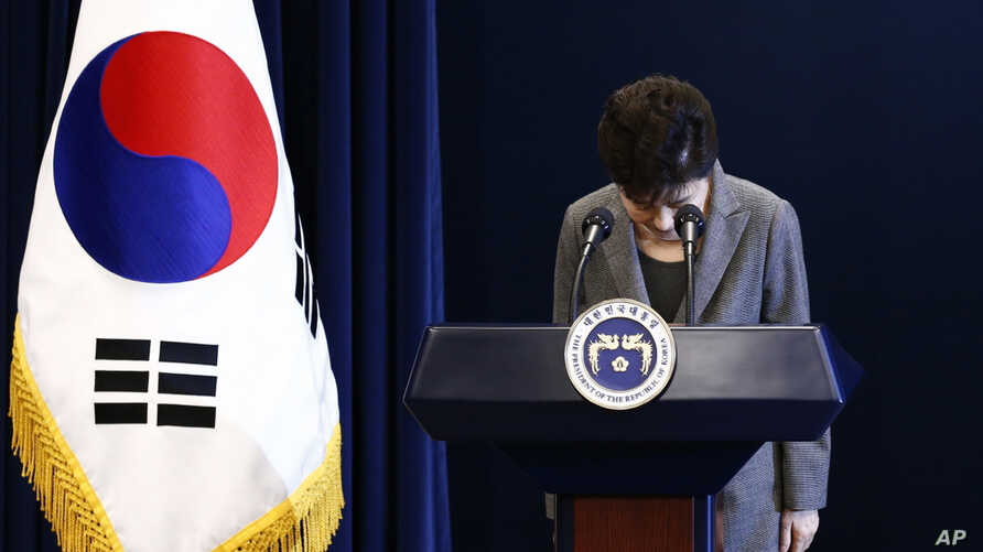 South Korean President Park Geun-hye bows during her address to the nation at the presidential Blue House in Seoul, Nov. 29, 2016.