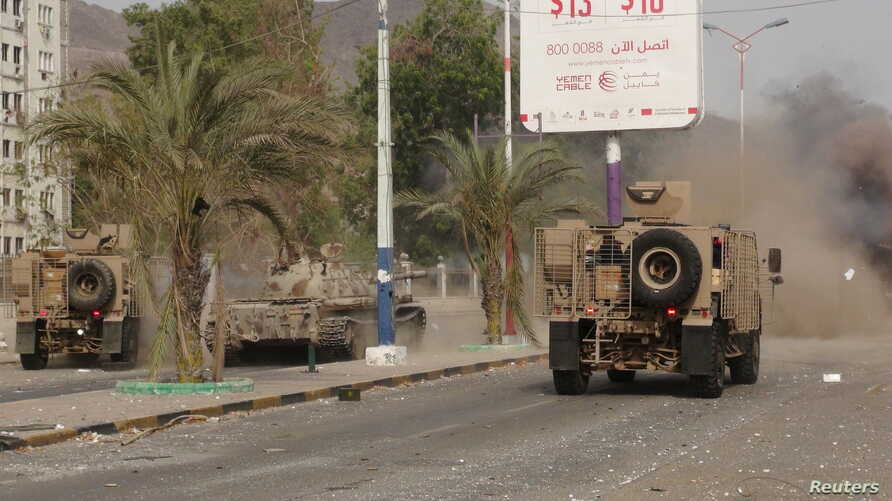 Military vehicles of the Southern Resistance fighters move during clashes with Houthi fighters on a street in Yemen's southern port city of Aden, July 17, 2015.