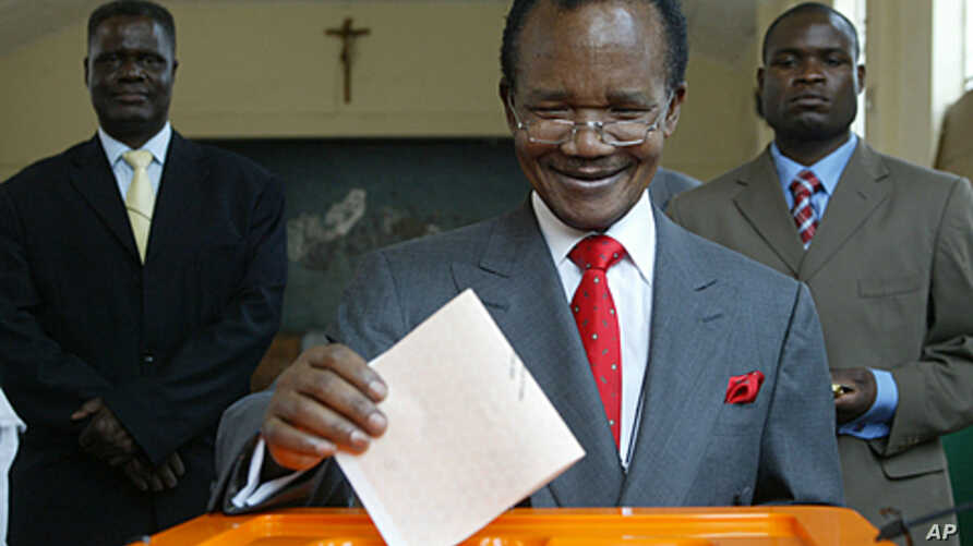 Frederick Chiluba, a former president of Zambia, casts his vote in national elections in Lusaka, September 28, 2006