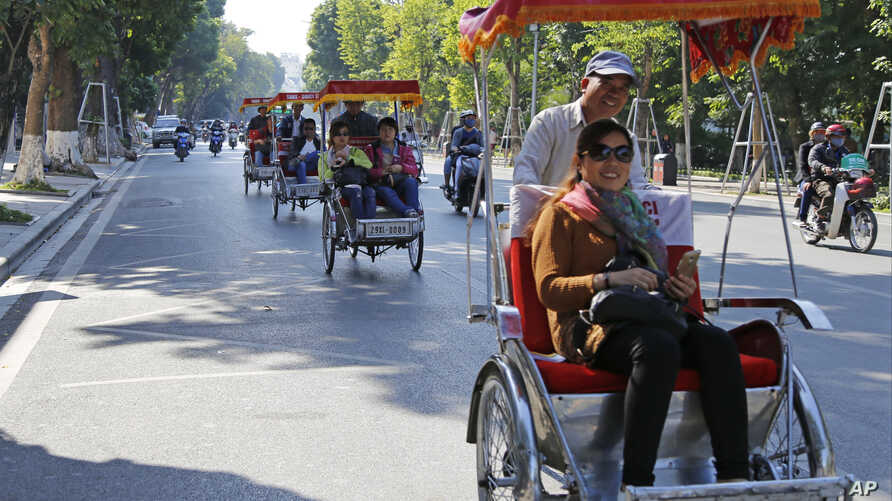 Chinese tourists ride rickshaws for sightseeing in Hanoi, Vietnam, Dec. 1, 2016.