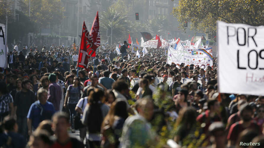 Student demonstrators hold banners as they march to demand changes in the Chilean education system, Santiago, May 8, 2014.