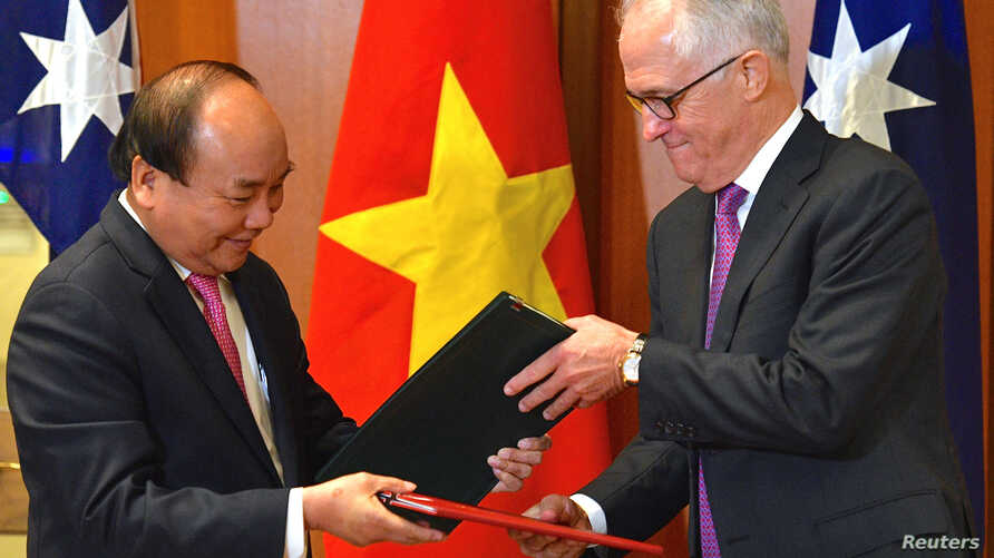 Prime Minister of the Socialist Republic of Vietnam Nguyen Xuan Phuc participates in a signing ceremony with Australian Prime Minister Malcolm Turnbull at Australia's Parliament House in Canberra, Australia, March 15, 2018.