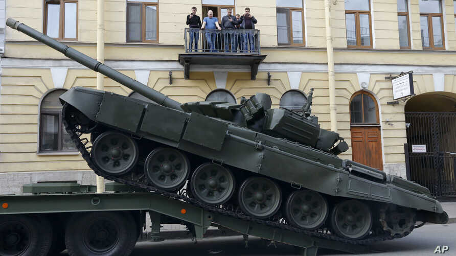 A Russian T-72 tank is unloaded prior to a rehearsal for the Victory Day military parade in St. Petersburg, Russia, April 28, 2016.