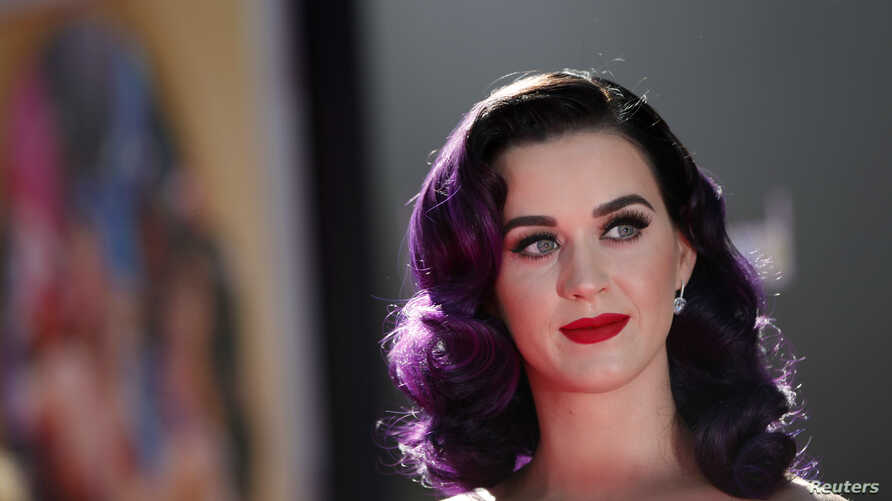 """Cast member and singer Katy Perry poses at the premiere of """"Katy Perry: Part of Me"""" at the Grauman's Chinese theatre in Hollywood, California June 26, 2012."""