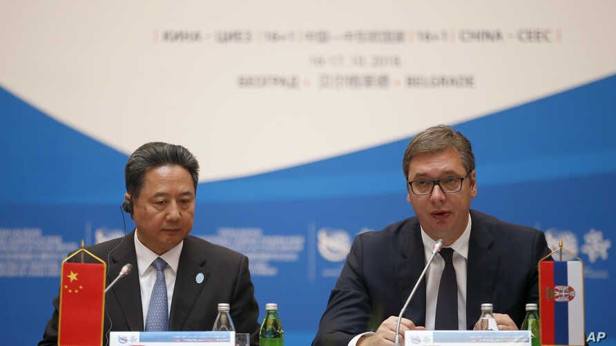 Serbian President Aleksandar Vucic, right, and Chinese Transport Minister Li Xiaopeng attend a meeting of China and 16 countries of central and eastern Europe in Belgrade, Serbia, Oct. 16, 2018.