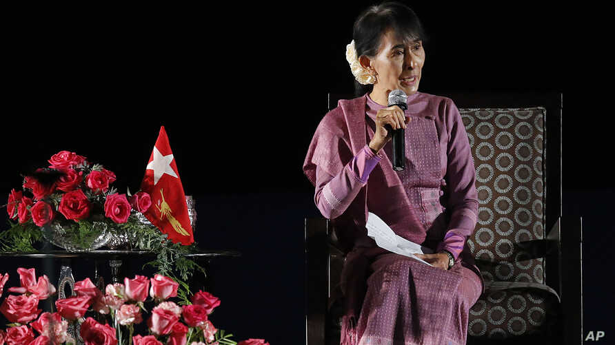 Nobel Peace laureate and Burma opposition leader Aung San Suu Kyi speaks at the Los Angeles Convention Center in Los Angeles, October 2, 2012.