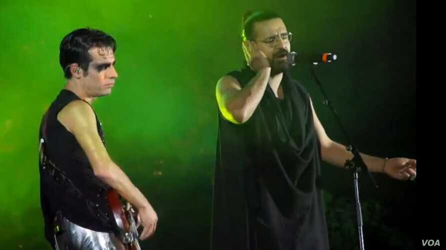 Exiled Iranian rock musician Shahin Najafi, right, sang alongside Israeli rock star Aviv Geffen, left, at a concert in Tel Aviv -- the first performance by an Iranian artist at an Israeli rock concert -- on March 2, 2017.