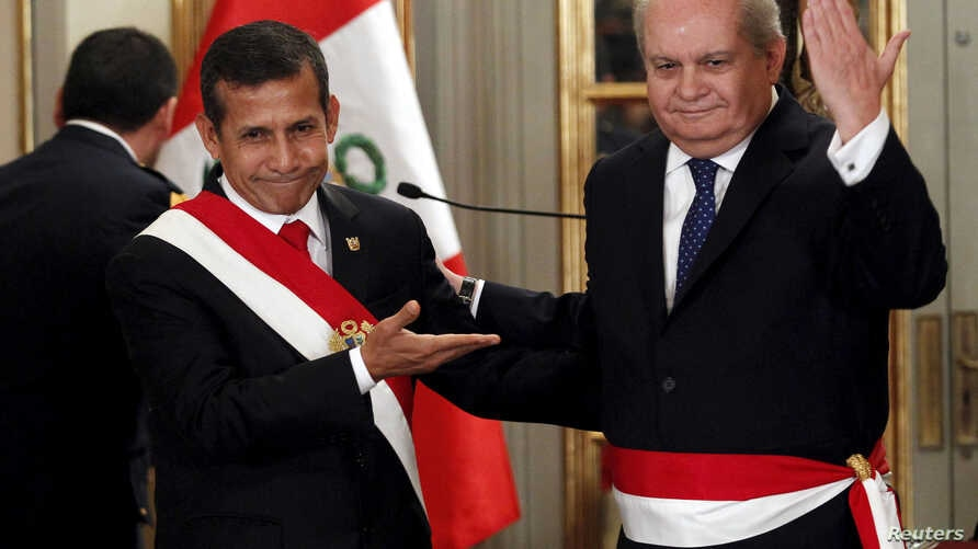 Peru's President Ollanta Humala (L)  and new Prime Minister Pedro Cateriano greet the audience during the swearing-in ceremony of new members of his cabinet at the government palace in Lima, April 2, 2015.