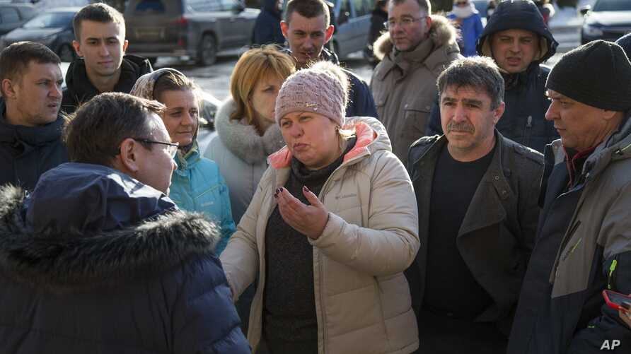 Locals argue with a local administrator about the reported air poisoning in Volokolamsk, 100 kilometers (62 miles) west of Moscow, Russia, March 22, 2018. A gas poisoning linked to a toxic landfill in Volokolamsk, a town outside Moscow, left dozens h