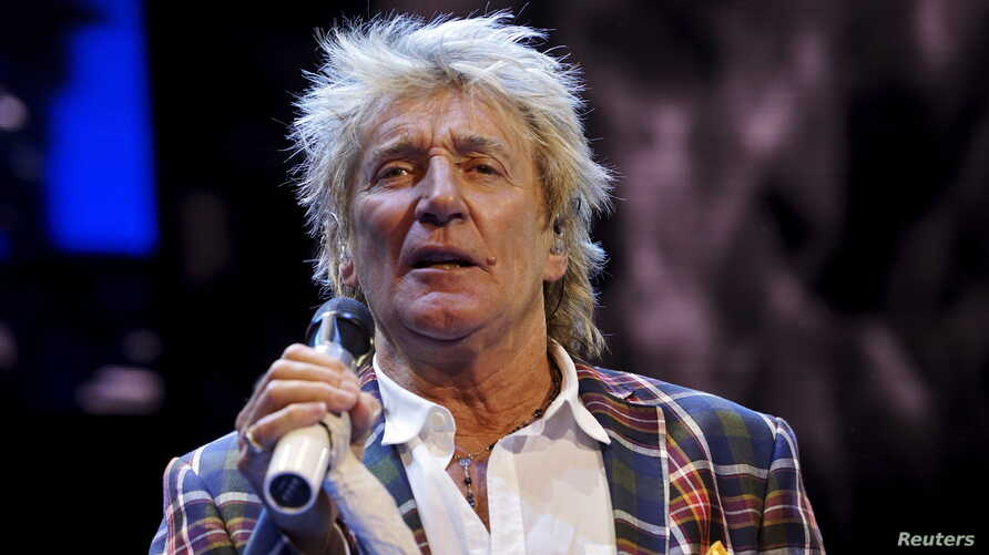 Rod Stewart performs at the Wal-Mart annual meeting in Fayetteville, Arkansas, June 5, 2015.