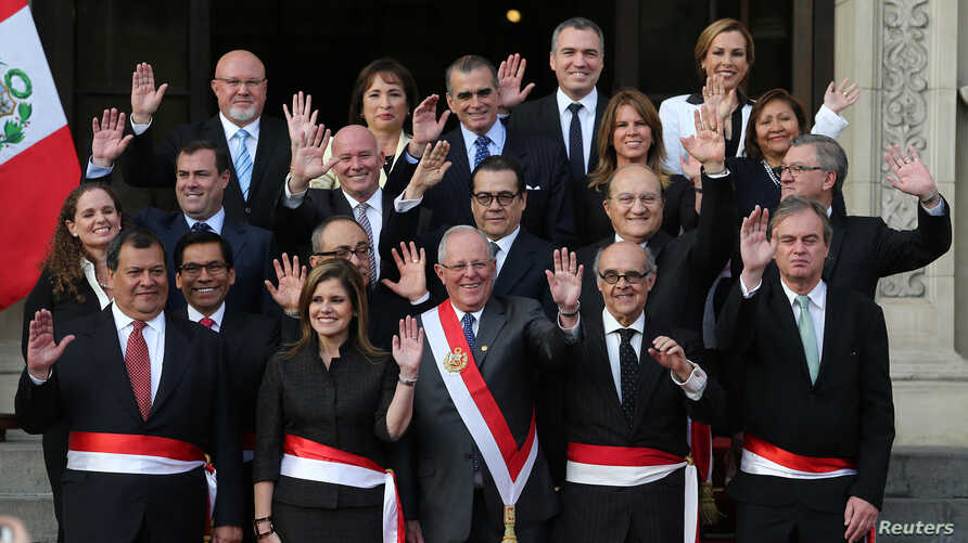 Peru's President Pedro Pablo Kuczynski (C) poses with newly sworn-in ministers after a ceremony at the government palace in Lima, Sept. 17, 2017.