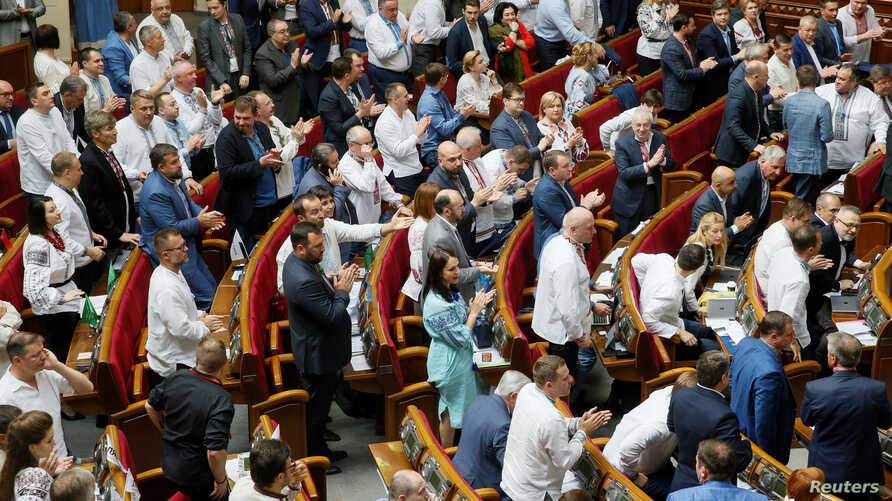 Lawmakers, representing People's Front party and President Petro Poroshenko's faction, attend a session of parliament in Kyiv, Ukraine, May 16, 2019. The ruling coalition broke up Friday.