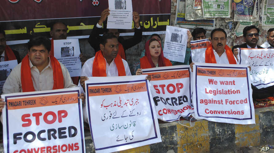 Pakistani civil society activists call for protection of Hindu girls in Hyderabad, Pakistan, April 5, 2019.