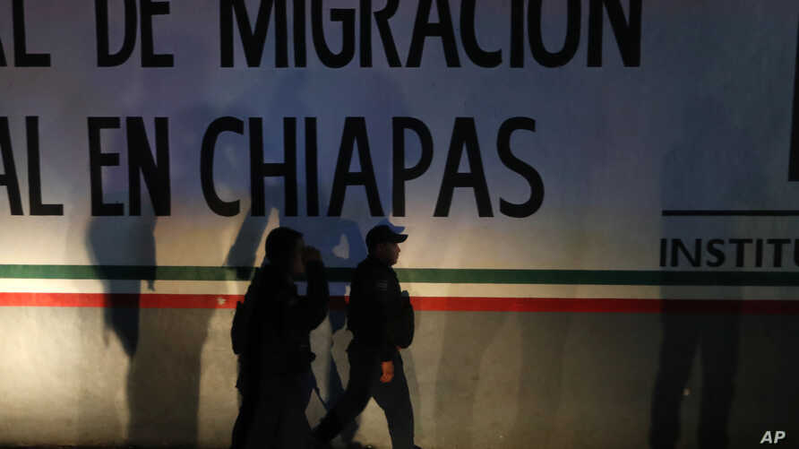 Federal police enter an immigration detention center in Tapachula, Chiapas state, Mexico, late April 25, 2019. A large group of mainly Cuban migrants escaped on foot from the immigration detention center, about half of them later returned voluntaril...