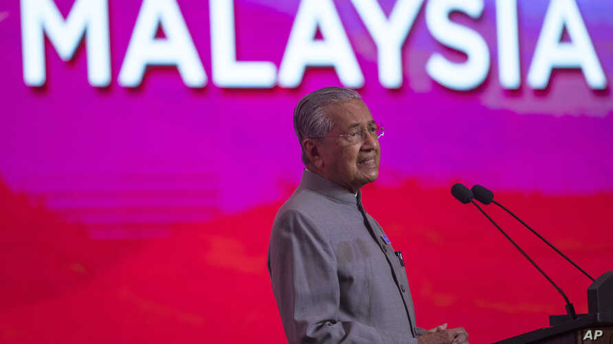 Malaysian Prime Minister Mahathir Mohamad gives a keynote speech during an event marking the one year anniversary of forming a new government of Malaysia in Putrajaya, Malaysia, May 9, 2019.