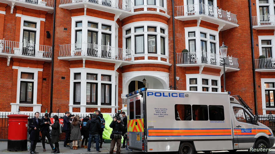 A police van is seen outside the Ecuadorian embassy after WikiLeaks founder Julian Assange was arrested by British police in London, Britain, Apr. 11, 2019.