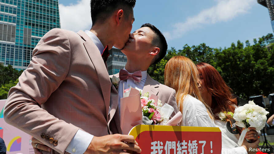 Gay and lesbian newlyweds kiss at a same-sex marriage party after registering their marriages in Taipei, Taiwan, May 24, 2019.