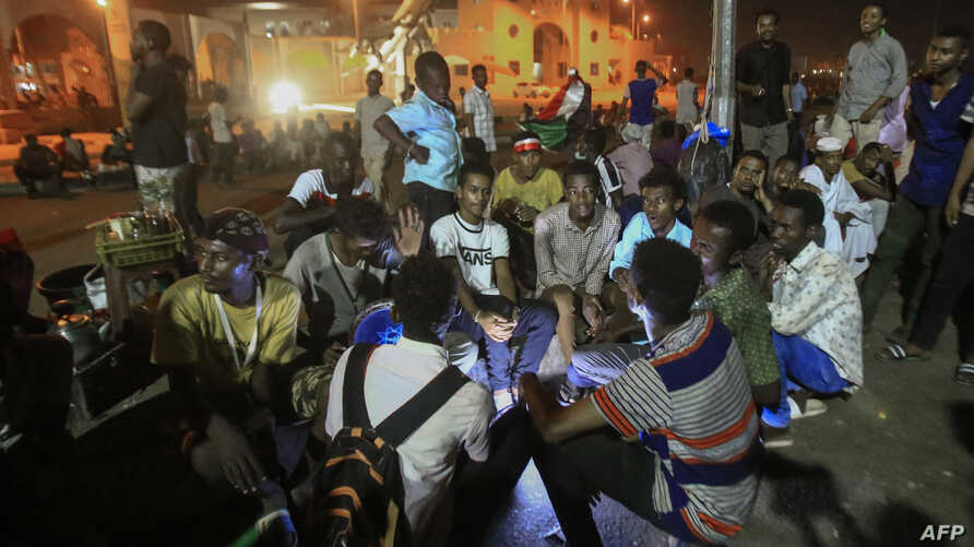 Sudanese protesters gather near the military headquarters in the capital Khartoum, May 19, 2019, during an ongoing sit-in demanding a civilian-led governm