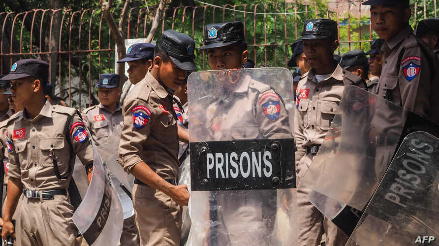 Prison department officers arrive to enter Shwe Bo prison after a riot at the prison in Sagaing region, Myanmar, May 9, 2019.