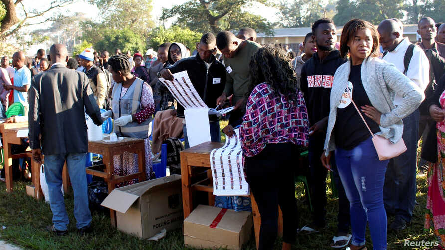 Voters queue to cast their ballots in Malawi's presidential and legislative elections, in Lilongwe, Malawi, May 21, 2019.