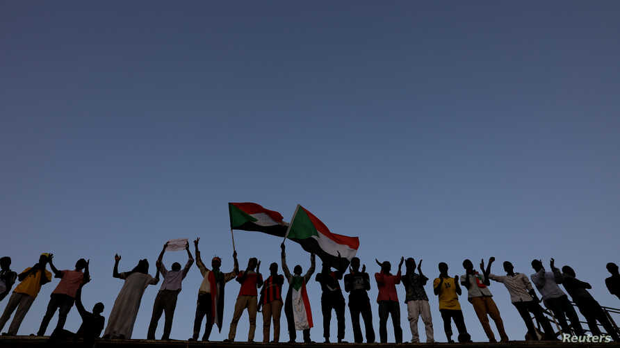 Sudanese protesters attend a demonstration in front of the defense ministry compound in Khartoum, May 6, 2019.