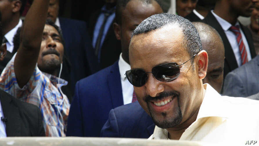 Ethiopia's Prime Minister Abiy Ahmed leaves after meeting with a delegation of the Forces for Freedom and Change in the Ethiopian Embassy in Khartoum, June 7, 2019. - Ethiopia's prime minister arrived in Khartoum today seeking to broker talks between the ruling generals and protesters as heavily armed paramilitaries remained deployed in some squares of the Sudanese capital after a deadly crackdown, leaving residents in 'terror'. (Photo by Ebrahim Hamid / AFP)