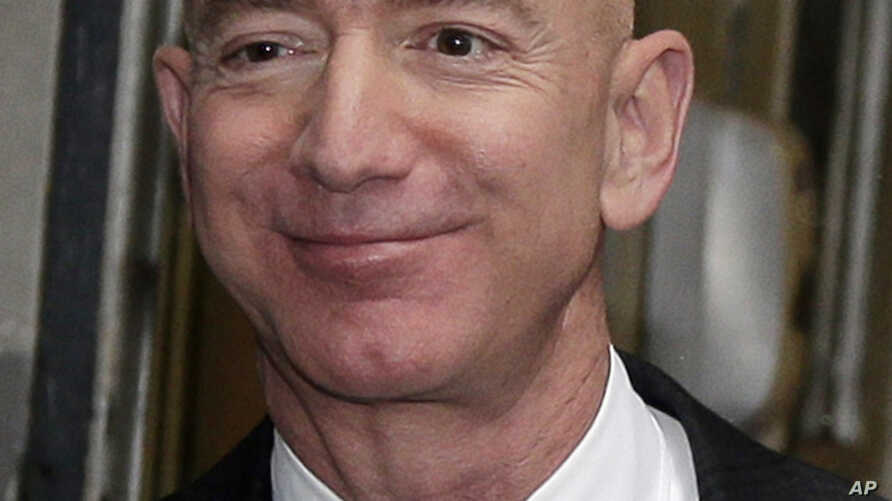 Amazon CEO Jeff Bezos leaves the Yale Club in New York, Feb. 20, 2019.