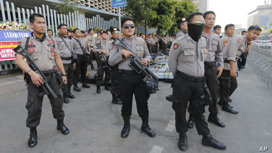 Riot police stand guard outside the General Election Supervisory Board building in anticipation of protests in Jakarta, Indonesia, May 28, 2019.