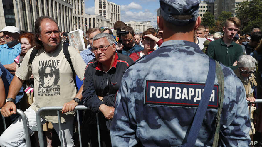 """Demonstrators gather to attend a rally titled """"Law and justice for all"""" in support of all journalists in Moscow, Russia, June 16, 2019."""