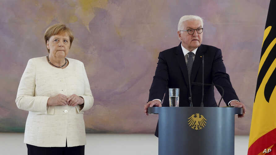 German Chancellor Angela Merkel (CDU, l) takes part in the presentation of the appointment and dismissal certificate as Federal Minister of Justice to Katarina Barley (SPD) and the new Federal Minister of Justice Christine Lambrecht (SPD) by Federal President Frank-Walter Steinmeier, right, in Bellevue Castle in Berlin, Thurday, June 27, 2019.
