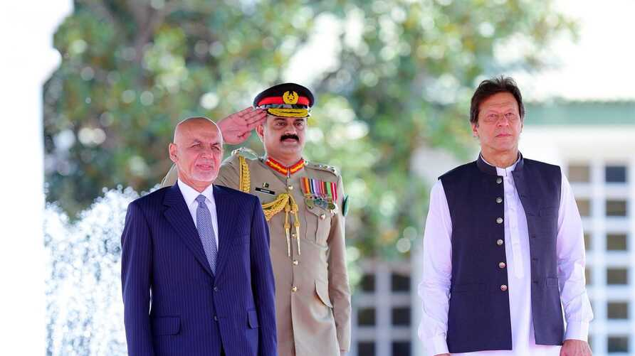 Afghan President Ashraf Ghani inspecting guard of honour before delegation-level talks with Pakistani Prime Minister Imran Khan on June 27, 2019 in Islamabaad (courtesy PM office)