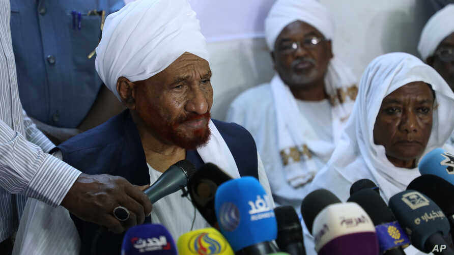 Leading Sudanese opposition figure Sadiq al-Mahdi, Sudan's last democratically elected prime minister, holds a news conference at the Umma Party House in Omdurman, Sudan, April 27, 2019.