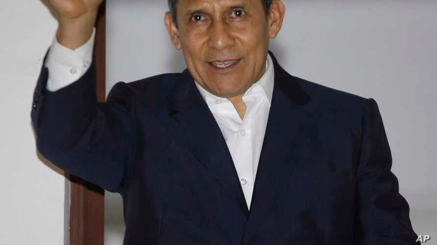 Peru's former President Ollanta Humala waves to the media from a balcony at his party's headquarters after he was released from prison in Lima, April 30, 2018.