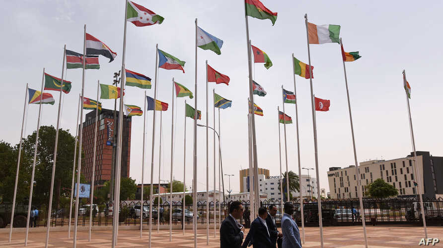 Delegates arrive for the closing ceremony of African Union summit at the Palais des Congres in Niamey, July 8, 2019.