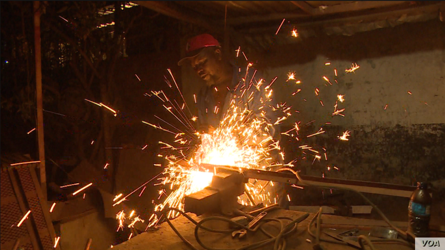 Once  electricity comes on around 10 p.m., businesses that need electricity to function spring to life, even on cold, blustery winter nights, in Harare, July 9, 2019. (Columbus Mavhunga/VOA)