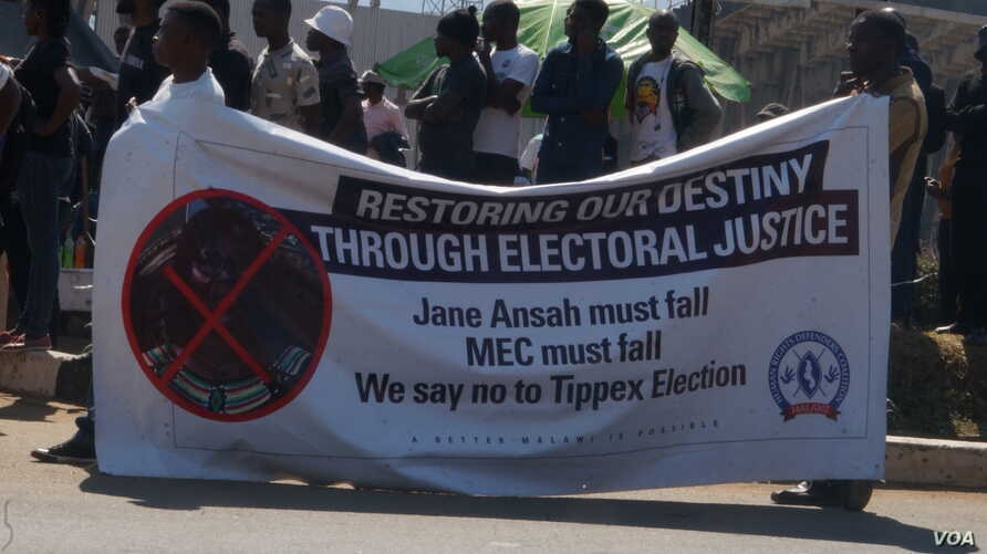 Protesters in Malawi have vowed to be on the streets until MEC chairperson Jane Ansah resigns. (VOA/L.Masina)