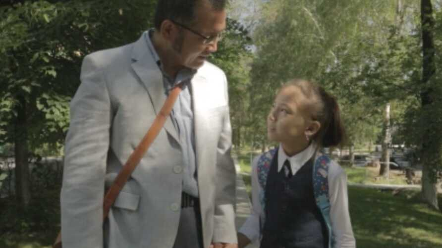 """Aziz Isa Elkun walks with his daughter in London, in """"An Unanswered Telephone Call."""""""
