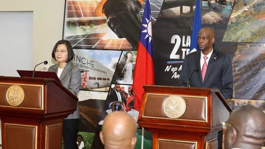 Taiwan's President Tsai Ing-wen, left, and her Haitian counterpart Jovenel Moise are seen at their joint press conference in Port-au-Prince, Haiti, July 13, 2019. (@jovenelmoise Instagram)