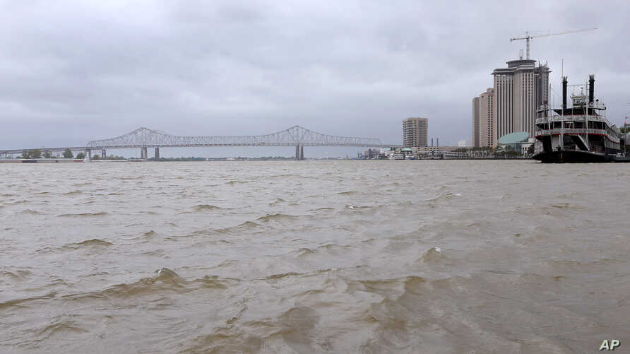 FILE - A view of the Mississippi River as Tropical Storm Barry approaches land in New Orleans, Louisiana, U.S. July 12, 2019. A new report says U.S. cities, like New Orleans, that set goals to slash greenhouse emissions lack the data to measure progress.