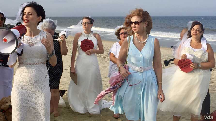 """Fraidy Reiss, left, and backers of her """"Unchained at Last"""" group celebrate passage of laws barring child marriage in Delaware and New Jersey.  Assemblywoman Nancy Munoz, in the blue dress, sponsored the bill in New Jersey. (C. Presutti/VOA)"""