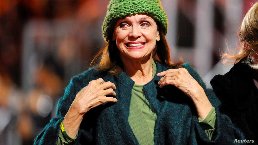 FILE - Actress Valerie Harper takes part in the 82nd Annual Hollywood Christmas Parade in Los Angeles, Dec. 1, 2013.